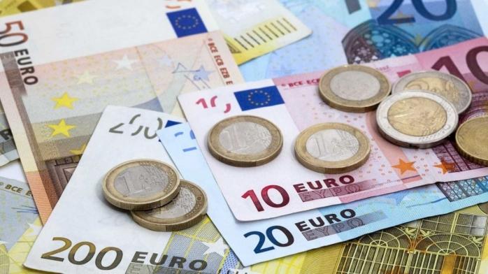 ANALIZĂ Schimbări minime ale cursului. Cum a evoluat piața valutară? Cât costă un euro?