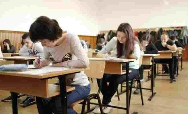Elevii din grupe de risc pot merge la școală