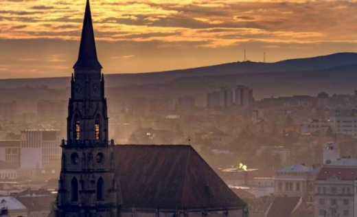 """Clujul, pe lista neagră a orașelor cu nivel ridicat de poluare. Comisia Europeană: """"România nu a respectat limitele maxime de dioxid de azot"""""""