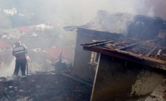 clipe-de-foc-la-o-gospodarie-din-judetul-cluj-neglijenta-era-sa-coste-scump-o-familie-foto, sursă foto: ISU Cluj