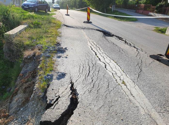 Un drum surpat din Cluj va fi refăcut. Lucrări de peste 3,3 mil. lei