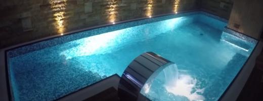 un-afacerist-controversat-are-cel-mai-scump-apartament-din-cluj-e-de-vanzare-cum-a-fost-izolarea-intr-un-apartament-de-lux-la-bloc-cu-piscina-bar-si-semineu-video, sursă foto: captură video YouTube Nelson Mondialu