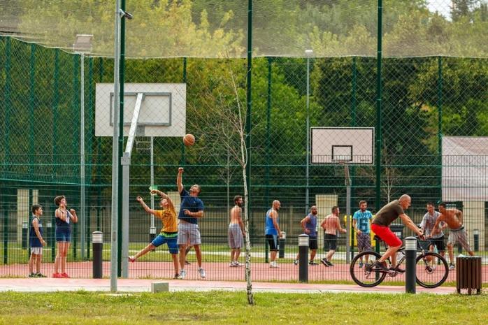Clujenii, nemulțumiți că nu pot juca baschet la Baza Sportivă Gheorgheni. Terenurile sunt închise!