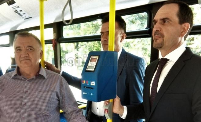 Un alt oraș din România urmează exemplul Clujului: introduce plata cu cardul în autobuze