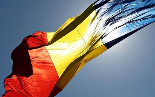 Ce au pățit doi minori, după ce au aruncat drapelul României într-o râpă