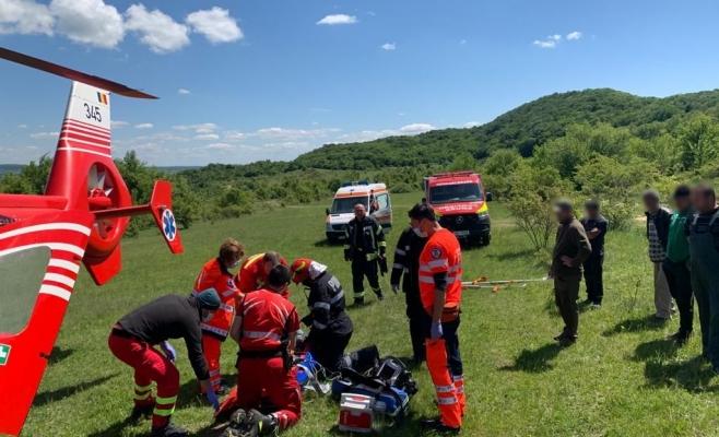 Un tânăr a fost transportat cu ELICOPTERUL SMURD la spital după un accident de muncă