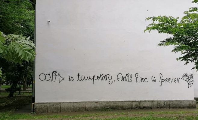 FOTO: Oana Gui / Clujenii îi fac declarații de dragoste primarului Emil Boc pe zidurile din oraș