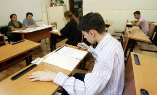 Elevii se contrazic: unii vor anularea examenelor, alții nu