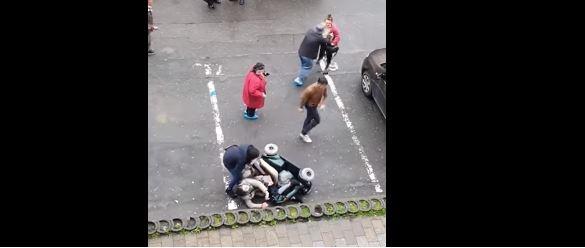 """Cum a ajuns o femeie în scaun cu rotile să fie răsturnată în centrul Clujului? """"A zis că bine a făcut Dumnezeu că mi-a dat din astea că suntem ţigani'"""