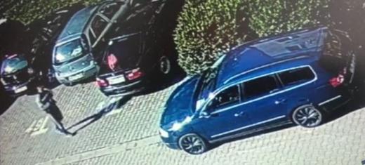 O femeie a pierdut 5.000 de euro într-o parcare. Cum au reușit polițiștii să îi recupereze? - VIDEO