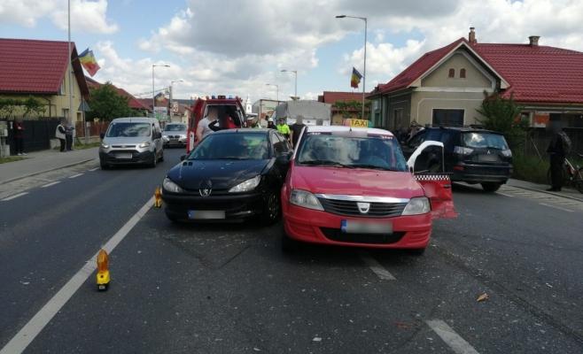 Trei mașini au fost implicate într-un accident în Florești
