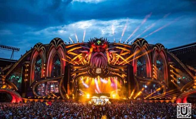 Atmosferă festivalul UNTOLD