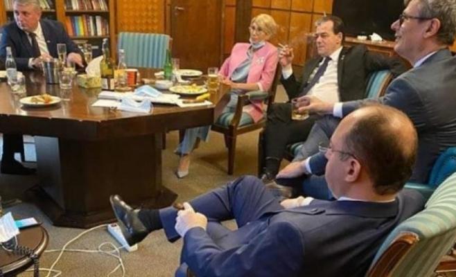 Orban, Bode și Turcan au petrecut cu whiskey și bere la Palatul Victoria