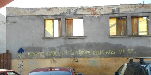 Foto: Zoomzet Fosta cazarmă de pe Bulevardul 21 Decembrie