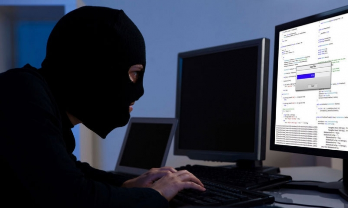 Hackeri atacând conturi online