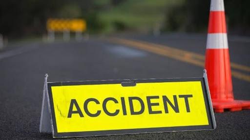 Doi tineri au fost loviți în timp ce se aflau pe motocicletă