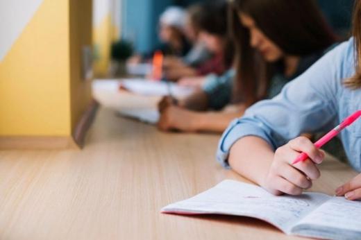 BACALAUREAT 2020. Elevii au revenit în școli pentru a se pregăti de examen. Câți s-au prezentat ore în Cluj-Napoca