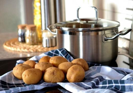 Cartofi toxici: cum putem ști dacă sunt toxici cartofii pe care îi mâncăm