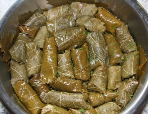 Rețetă sărmăluțe în foi de viță.  Mâncarea tradițională de Rusalii