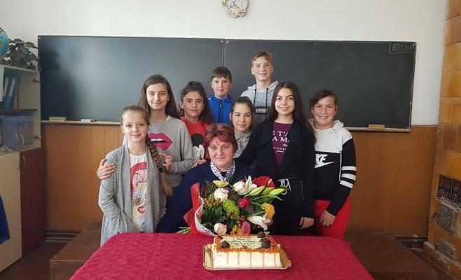 Diriginta Cord Marinela și elevii ei