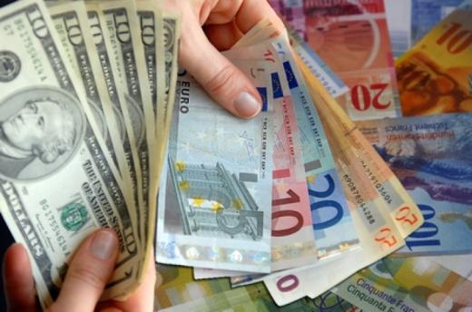ANALIZA VALUTARĂ. Vara a găsit euro tot la 4,84 lei