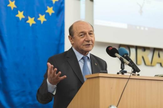 """Traian Băsescu, avertisment în legătură cu clanurile revenite în țară: """"Peste 6 luni e posibil să ne fie frică să ieșim pe stradă"""""""