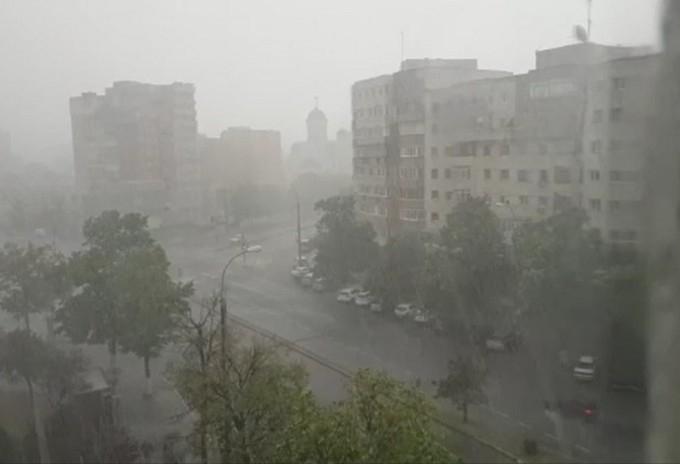 Cod Galben de vremea la Cluj de Rusalii! Ploi și vijelii în următoarele ore