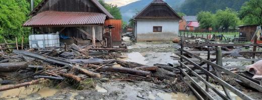 Primele inundații în 2020. Mai multe gospodarii, afectate într-o localitate clujeană. FOTO