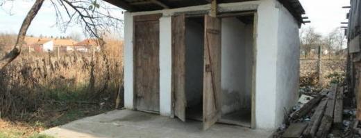 82 de școli din județ au toaletele în curte. 9 dintre ele sunt din Cluj-Napoca