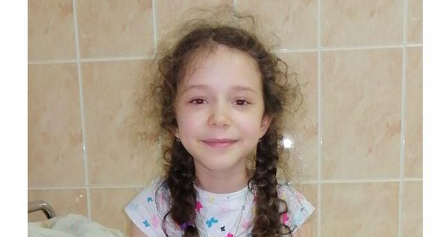 Sara, fetița bolnavă