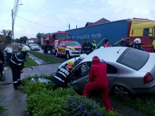 Accident în localitatea clujeană Urișor. Două persoane au rămas încarcerate
