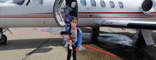 Sara, la aeroport