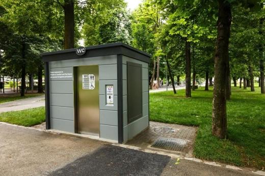 fara-urinat-in-spatiile-publice-unde-au-fost-instalate-noile-wc-uri-moderne-din-cluj-foto, sursă foto: Facebook Emil Boc