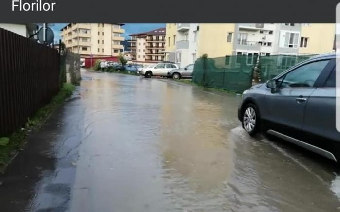 Inundație pe stada Florilor din Florești foto: Mihai Curteanu