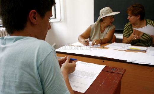 Elev și profesori la școală