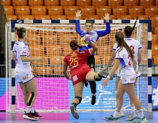 Una dintre cele mai promiţătoare handbaliste din România a semnat cu Universitatea Cluj