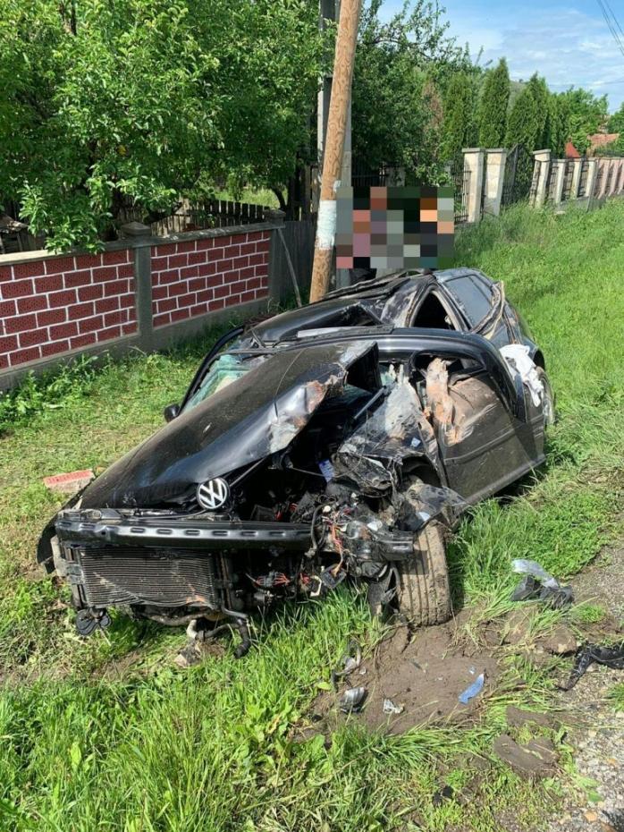 ACCIDENT MORTAL pe DN16. Un șofer, distras de telefonul mobil a ajuns cu mașina într-un gard