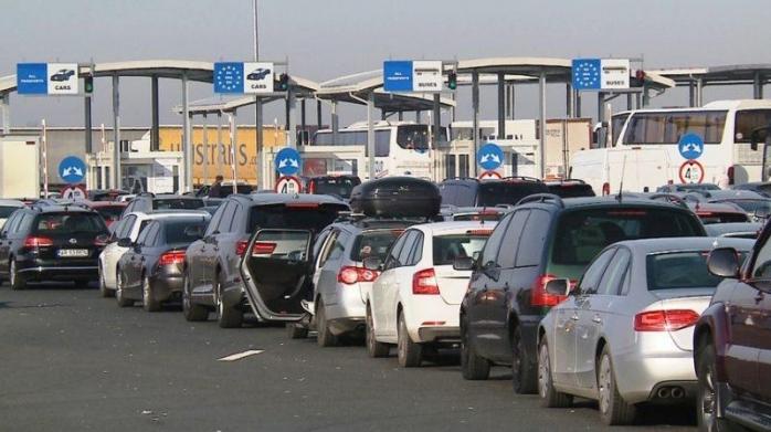 AGLOMERAȚIE mare la vamă. Peste 65.000 de români au tranzitat granița cu Ungaria într-o singură zi!