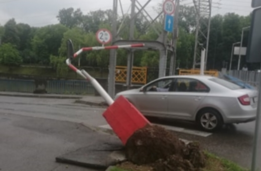 bariera-de-gabarit-de-pe-strada-mamaia-a-cedat, foto: Paul Gheorgheci/monitorulcj.ro