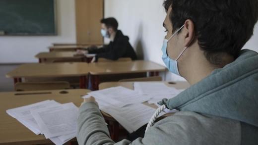 Cum se va face școală din toamnă ? Clase de 10-15 elevi, ore 30 de minute sau profesori cu măști de protecție
