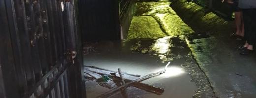 Inundaţiile au făcut ravagii în judeţul Cluj. Mai multe localităţi afectate în urma fenomenelor meteo de aseară