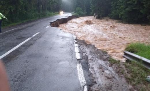 S-a reluat circulația pe drumul distrus de viitură, între Călățele și Beliș