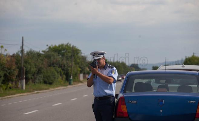 Șofer fără permis, prins de polițiști cu aproape 100 km/oră pe Calea Florești