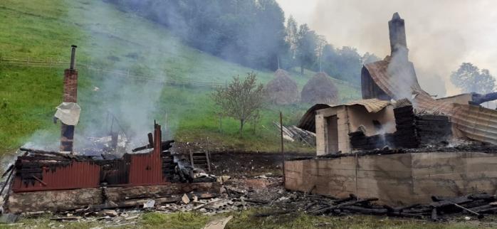 VIDEO. Două case din Băișoara au fost DISTRUSE DE FLĂCĂRI