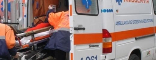 ACCIDENT BIZAR. O femeie a intrat în comă, după ce și-a prins capul la sistemul de decapotare al mașinii