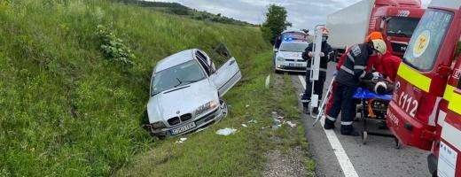 Un șofer băut a ajuns cu BMW-ul în șant între Turda și Cluj-Napoca! Bărbatul a fost transportat la spital