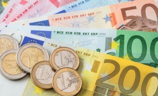 ANALIZĂ FINANCIARĂ. Euro a crescut la 4,8428 lei