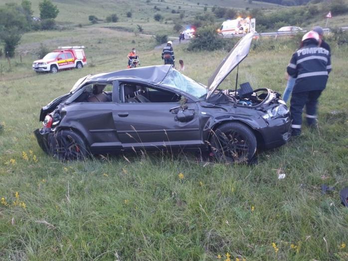ACCIDENT pe varianta Grigorescu - Florești. Două persoane, transportate la spital