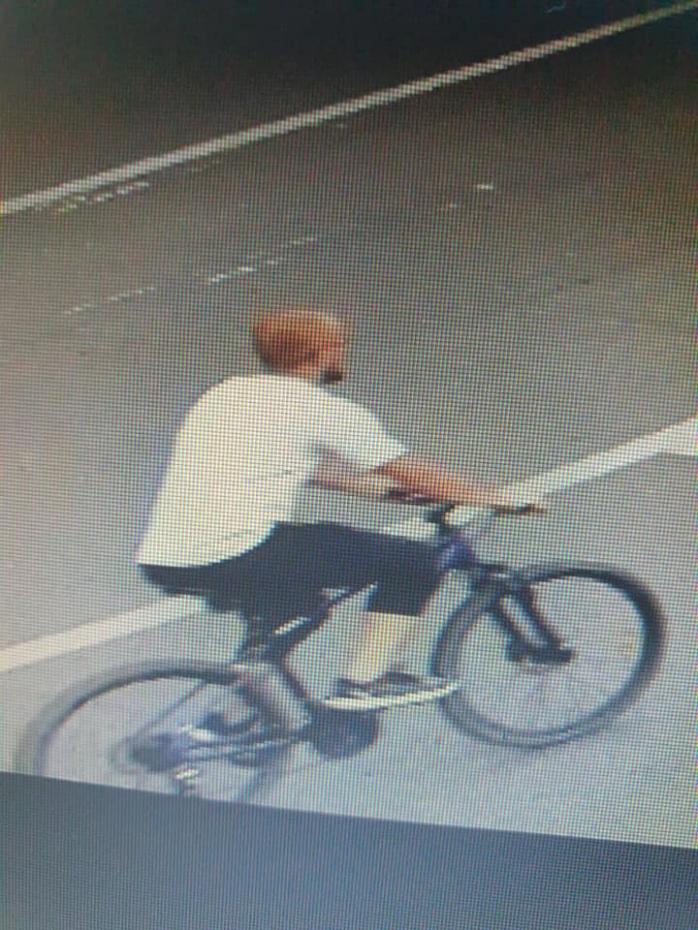 Biciclist căutat după ce ar fi lovit o fetiță de opt ani și ar fi fugit