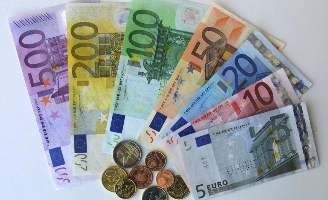 ANALIZĂ VALUTARĂ. Euro stagnează, de peste o săptămână, la 4,84 lei